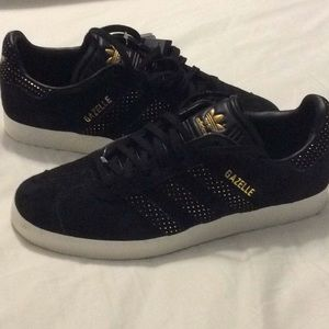 New ADIDAS Gazelle black gold suede sneakers 8.5